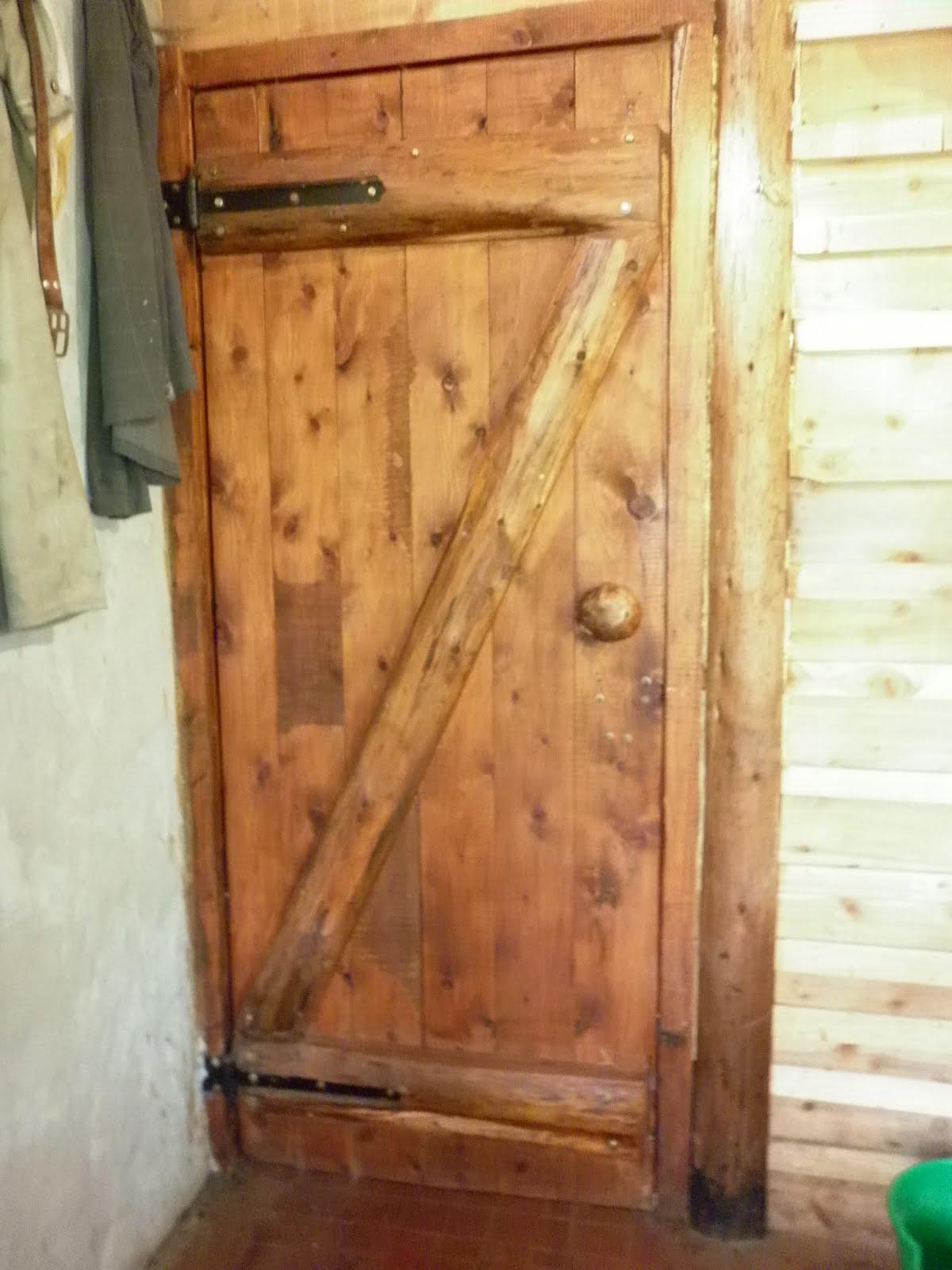 Carpinteria hazar mavet - Como hacer una puerta rustica ...